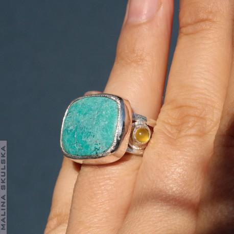 Pierścień z turkusem i żółtymi chalcedonami