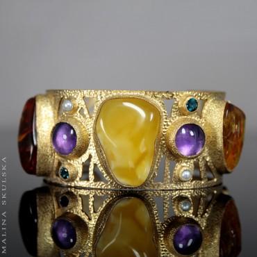Pozłacana srebrna bransoleta z bursztynem, kamieniami i perłami