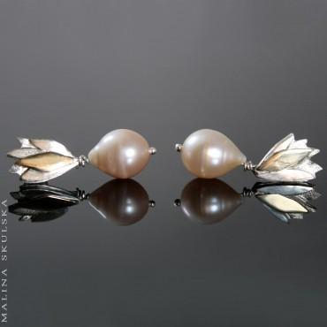 Listki z łososiowymi perłami - kolczyki