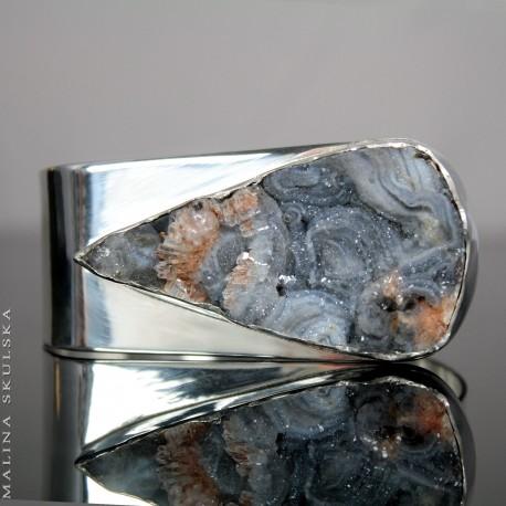 Asymetryczna bransoleta z różą chalcedonową