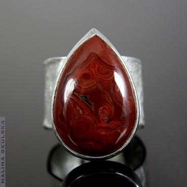 Pierścień z czerwonym agatem koronkowym