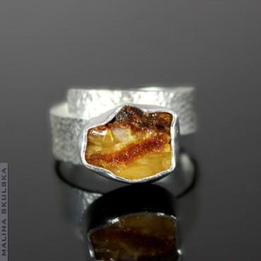 Regulowany pierścionek z surowym bursztynem