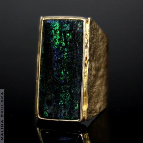 Pozłacany pierścień z opalem Andamooka