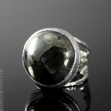 Duży pierścień z pirytem