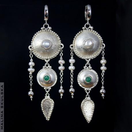 Antyczne kolczyki ze szmaragdami i perłami