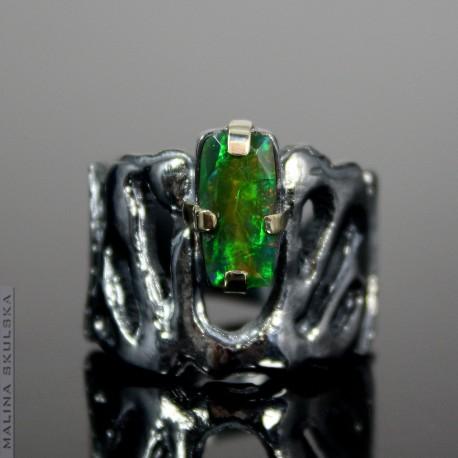 Rutenowany pierścień z opalem etiopskim