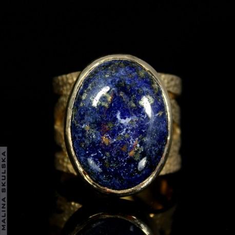 Ażurowy pierścień z lapis lazuli