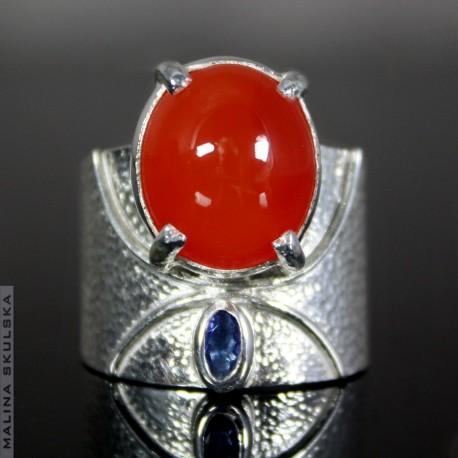 Okazały pierścień z karneolem i tanzanitem