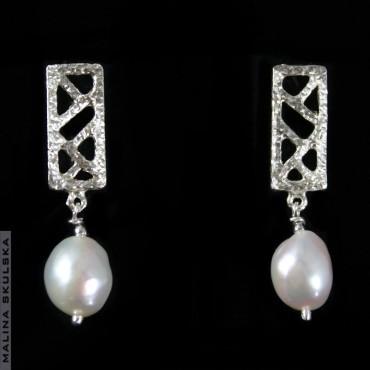 Ażurowe sztyfty z białymi perłami